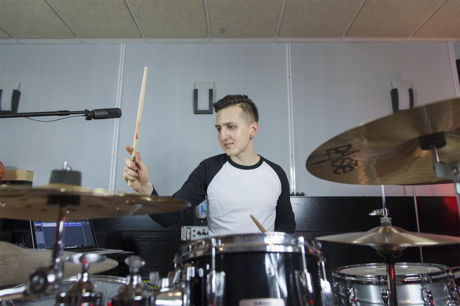 Jairo Ubiaño clases de batería Madrid